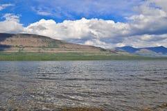 Lago Glubokoe sul plateau di Putorana fotografie stock libere da diritti