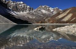 Lago Gokio en Nepal foto de archivo