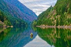 Lago gorge, parque nacional de las cascadas del norte fotos de archivo