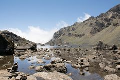 Lago Gosaikunda na imagem de Nepal Unprossed Foto de Stock Royalty Free