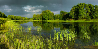 Lago grande Dubkovsky no por do sol do dia Fotos de Stock Royalty Free