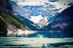 Lago Grassi con Rocky Mountain foto de archivo