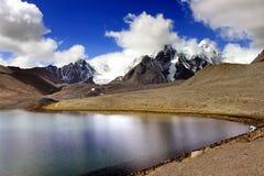 Lago Gurudongmar, Sikkim del norte, la India Fotos de archivo libres de regalías