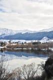 Lago Hayes con le riflessioni della montagna della neve Fotografia Stock Libera da Diritti