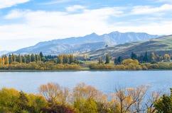 Lago Hayes situado en el lavabo de Wakatipu en Otago central, Nueva Zelanda fotos de archivo libres de regalías