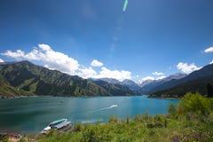 Lago heaven sopra la montagna a Urumqi, JinJiang, Cina fotografia stock