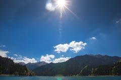 Lago heaven sopra la montagna a Urumqi, JinJiang, Cina fotografie stock
