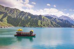 Lago heaven sopra la montagna a Urumqi, JinJiang, Cina fotografia stock libera da diritti
