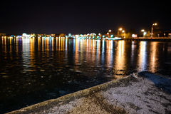 Lago helado en el camino de la noche Fotos de archivo