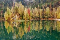 Lago hermoso autumn Imágenes de archivo libres de regalías