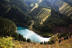 Lago hermoso de la montaña Foto de archivo