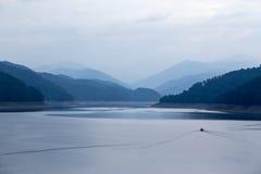 Lago hermoso de la montaña Imagen de archivo libre de regalías