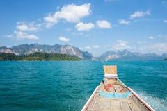 Lago hermoso de la montaña en el parque nacional de Khao Sok Fotos de archivo libres de regalías