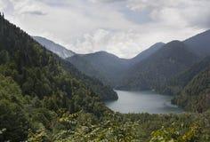 Lago hermoso de las montañas Fotografía de archivo