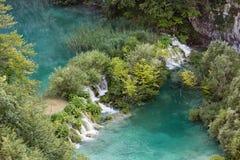 Lago hermoso del agua azul en el parque nacional de Plitivice Fotografía de archivo