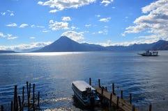 Lago hermoso del ¡n de Atitlà foto de archivo libre de regalías