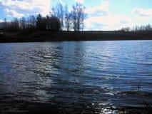 Lago hermoso del resorte Foto de archivo libre de regalías