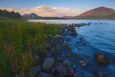 Lago hermoso del verano foto de archivo