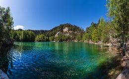 Lago hermoso en Adrspach Imagen de archivo