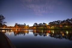 Lago hermoso en los lagos springfield en la oscuridad Imagen de archivo libre de regalías
