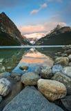 Lago hermoso Louise Scenic Foto de archivo libre de regalías