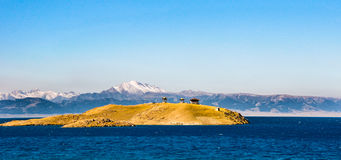 Lago hermoso Sailimu en Xinjiang, China Imagen de archivo libre de regalías