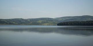 Lago hermoso Serbia Vlasina en verano Imagenes de archivo