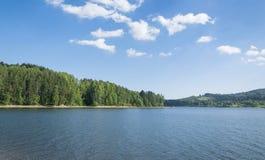 Lago hermoso Serbia Vlasina en verano Imágenes de archivo libres de regalías