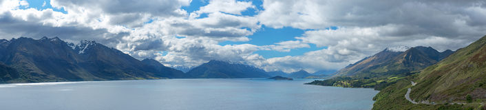 Lago hermoso Wakatipu, Queenstown, Nueva Zelanda de la opinión del panorama imagenes de archivo