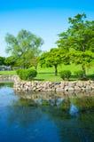 Lago hermoso y parque ajardinado Imagen de archivo libre de regalías