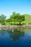 Lago hermoso y parque ajardinado Fotos de archivo libres de regalías