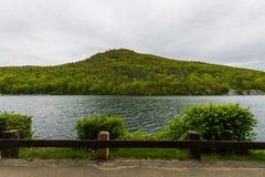 Lago hessian en montaña del oso en el norte del estado Nueva York imágenes de archivo libres de regalías