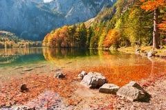 Lago Hinterer Langbathsee in alpi austriache Immagine Stock