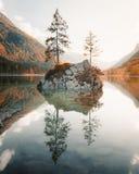 Lago Hintersee en la puesta del sol, Baviera, Alemania imagenes de archivo