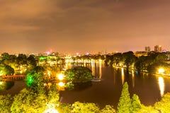 Lago Hoan Kiem nella notte Fotografie Stock Libere da Diritti