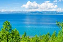 Lago Hovsgol em um dia de verão mongolia Imagem de Stock Royalty Free
