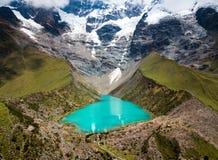 Lago Humantay en Perú en la montaña de Salcantay en los Andes fotografía de archivo libre de regalías