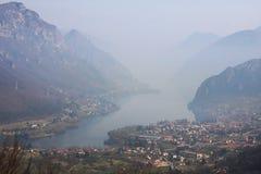 Lago Idro. Imágenes de archivo libres de regalías