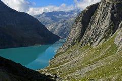 Lago idroelettrico Gelmersee del serbatoio di acqua Fotografie Stock Libere da Diritti