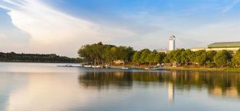 Lago il giorno soleggiato Fotografia Stock