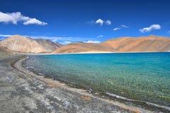 Lago incontaminato della montagna Immagine Stock