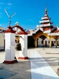 Lago Inle - campana principale di fortuna di Paya Tempio di buddisti in profondità nel Myanmar Fotografia Stock