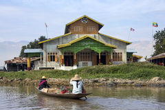 Lago Inle - monastero buddista - il Myanmar Fotografia Stock