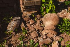 Lago Inle, Myanmar: 25 DE FEVEREIRO DE 2014: Stupas antigo em Indein, Inle Imagens de Stock