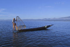 Lago Inle, Myanmar, el 14 de noviembre de 2014 - pescadores Fotografía de archivo