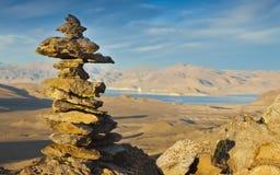 Lago Inukshuk pyramid Imagen de archivo libre de regalías