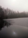 Lago invernale in campagna Immagini Stock Libere da Diritti