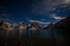 Lago Iskanderkul del invierno, montañas de Fann, Tayikistán Fotografía de archivo
