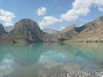 Lago Iskanderkul dentro Foto de Stock Royalty Free