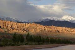 Lago Issyk-Kul por la tarde Kirguistán, Asia Central imágenes de archivo libres de regalías